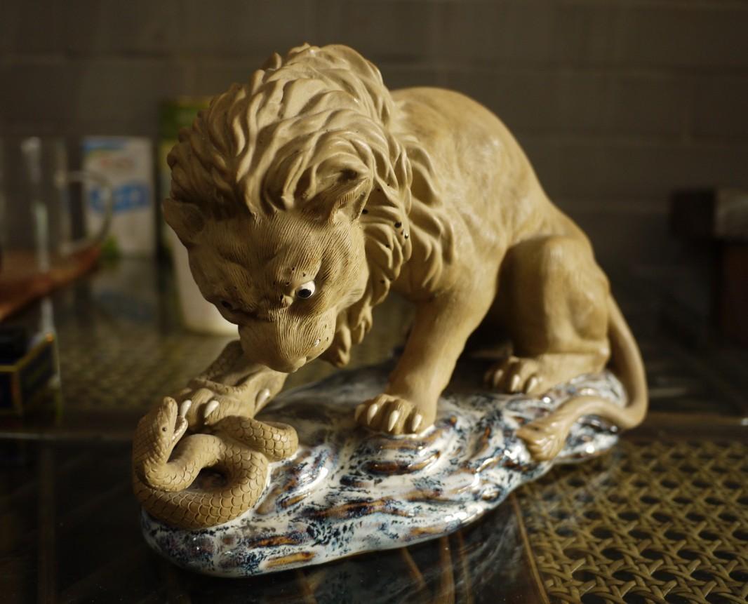 石湾动物陶塑宗师区乾作品---狮子